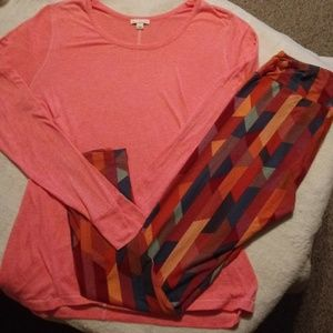 LuLaRoe leggings and Large Gap top.